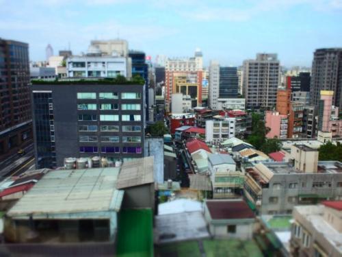 南京東路駅から徒歩3分ほどの<br />FXホテルに宿泊。ホテルの様子は3日めで。<br /><br /><br />ちなみに滞在中に乗ったタクシーの運転手さん全員、<br />このホテルをご存知ありませんでした。<br />毎回「ウェスティンの隣!」と言って<br />分かってもらった。