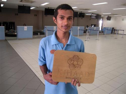 キハドゥの空港スタッフがお出迎えし、チェックインのお手伝いをいたします。<br />預け荷物20キロ+手荷物5キロまで可能です。<br />それを超える場合は1キロにつき超過料金が掛ります。