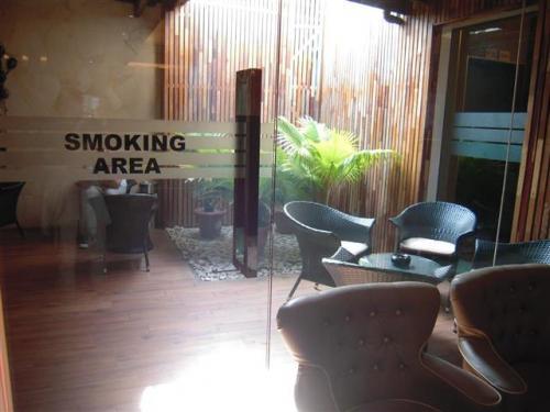 喫煙場所あり。