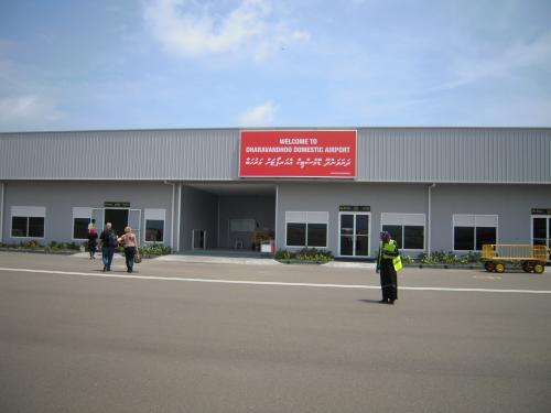 Dharavandhoo空港到着!