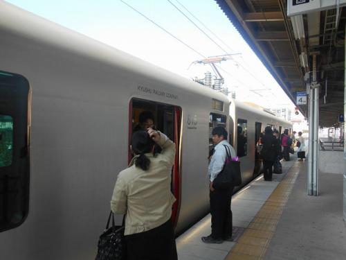 「旅名人の九州満喫きっぷ」では普通列車にしか乗車できないので、中津行きローカル列車に乗車します。
