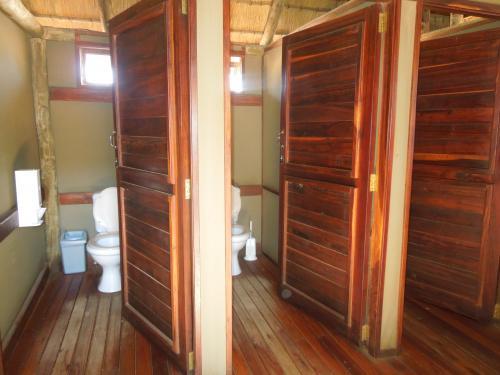中のトイレ。キャンプ地であっても、ほぼこんな風にきれいなトイレが整備されている。
