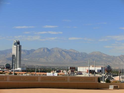 ベラジオのトラム乗り場は外に有りますから、こんな景色が見えます、<br />(西方面)