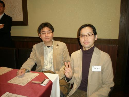 堀田幸裕さん(左)は校友会日本人理事、元留学生です。<br /><br />岡山を愛するZさん(右)は夏の短期留学経験者。<br /><br />『今日はどんな会になりますかね。』