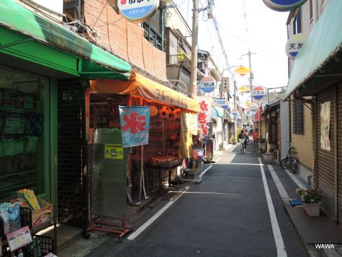アーケードはありませんが、天下茶屋駅前商店街から天下茶屋商店会へと進み、その先にある天友会商店街