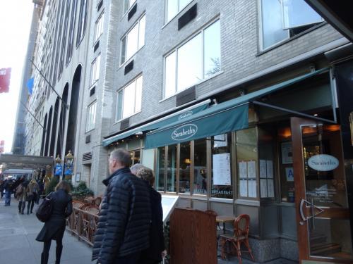セントラルパークのすぐそばにある朝食の女王『Sarabeth's』です。<br />日本から予約しました。<br />やはり人気店なので、ほぼ満席状態でした☆