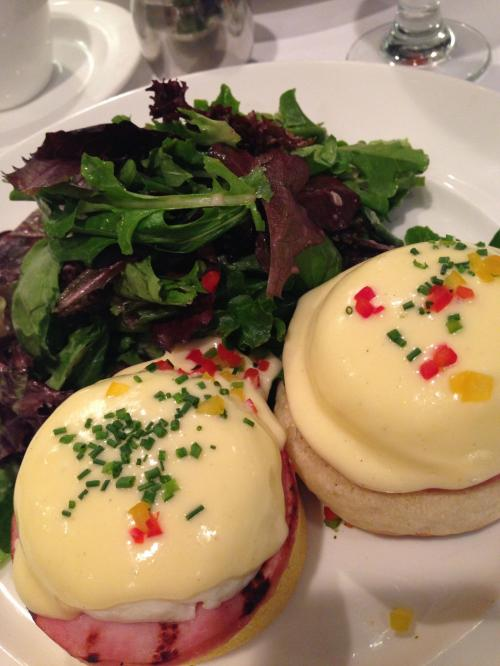 クラシックエッグベネディクト♡<br />卵とハムとパンがマッチして、とっっっても美味しかったです(*^_^*)<br /><br />