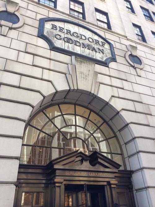SATCの映画のオープニングで4人の待ち合わせ場所に使われた高級デパート、バーグドルフグッドマンです(^^)<br />