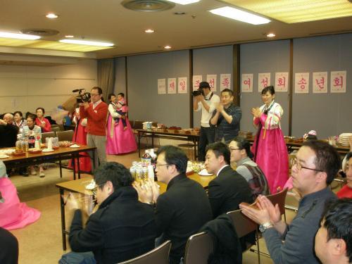 日本では日本語で日本の教育を受けます。