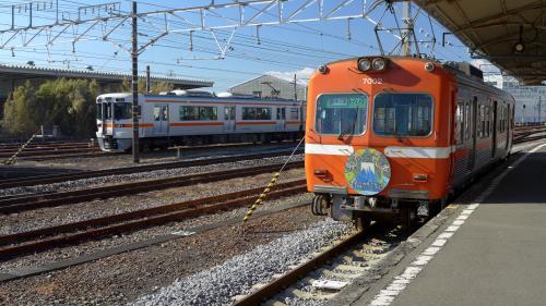 お隣を、JR東海道線が走っている。