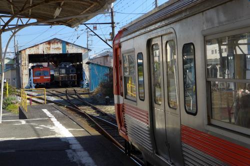 駅を終点から3つ引き返し、「岳南富士岡駅」で降りた。