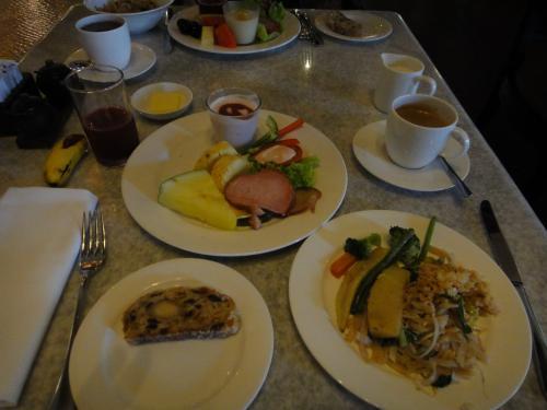 ホテルの朝食。前日と同じ席に案内された。今日は9時にピックアップなので早めに朝食を取った。