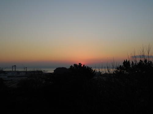 7時49分頃 待ちかねた太陽が上がってきました。