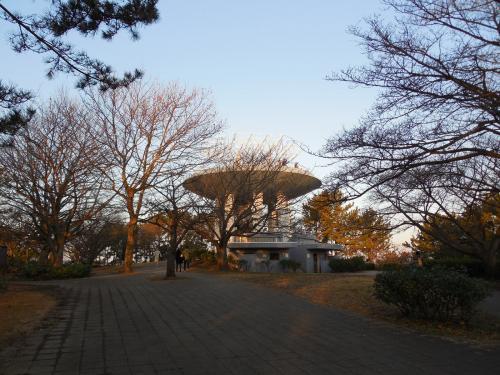 野島公園の展望所を後にします。<br /><br />沢山いた人たちは、いつのまにか大半帰った後です。<br />