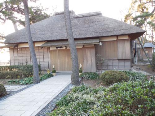 伊藤博文別邸<br /><br />すぐ近くなので、開館していないことは、<br />判っていましたが、寄りました。<br /><br />明治憲法とゆかりの地です。