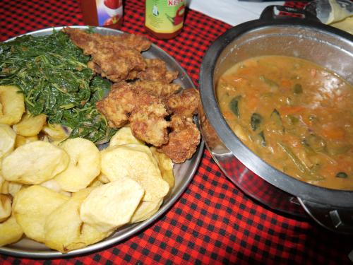 夕食<br /><br />ティラピアのフライとジャガイモ。<br />料理は、意外やおいしかったです。