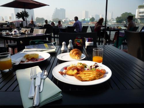 この景色見ながらの朝食・・・サイコー♪<br />料理も前回より美味しい気がします。<br />
