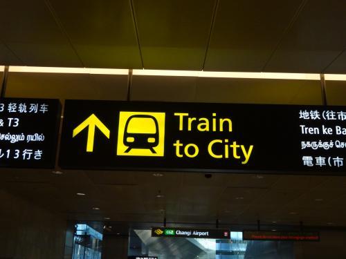 チャンギ空港からホテルまでは、電車で行ってみましょう