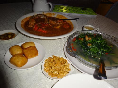 饅頭(マントウ)と青菜を追加<br />チリクラブはめちゃうま♪<br />ご飯と共に食べても、相性ばっちりなんだろうな〜