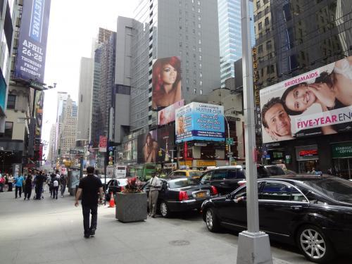 タイムズスクエア<br />Rihannaが(*゚∀゚*)<br /><br />※Rihanna<br />広告の赤い髪の女性<br />私の好きなアーティストです