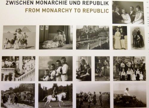 中に入るとまず、ヴィルヘルム皇太子一家の写真が目に入りました。<br /><br />君主制と共和制の間で大きく揺れたヴィルヘルム皇太子一家の運命。<br />最後のドイツ皇帝の皇太子であったヴィルヘルム皇太子と妃ツェツィーリエとの間には四男二女がありました。<br /><br />この写真を見ると、歴史に翻弄された一家の、幸せな時代と激動の時代が伝わってきます。<br />