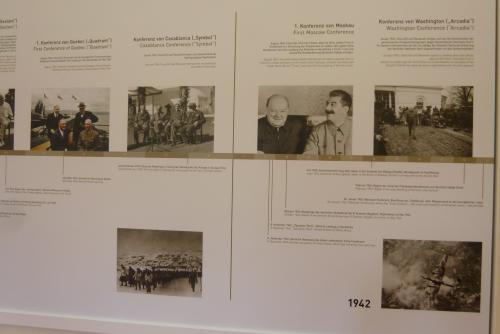 この館が有名になったのは、第2次世界大戦末期の1945年7月17日〜8月2日にわたって、 米・トルーマン、英・チャーチル、ソ連・スターリンによる世界三巨頭が集まってポツダム会談が開かれたことです。<br /><br />館内にはそれらの歴史年表が展示してありましたので、私の歴史勉強のつもりで主だったものを年代を追って見て行きたいと思います。<br />
