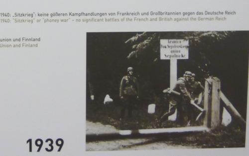 第二次世界大戦は、1939年、ドイツ軍のポーランド侵攻により勃発し、ポーランドと同盟関係にあった仏英の対独宣戦布告によりヨーロッパ戦争として始まりました。<br />ソ連もそれに乗じて、ポーランド侵攻やバルト三国への領土侵略への野心を示し、軍隊を駐留させました。<br /><br />さらに日独伊三国同盟が結ばれ、アジアでも戦火は広がり、文字通り世界大戦となっていきました。<br />