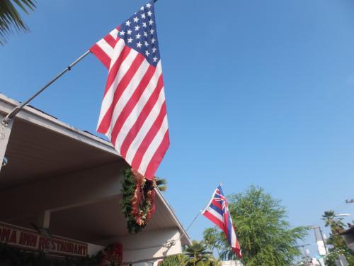 アメリカ国旗と、ハワイ州旗です。