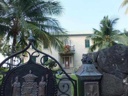 ハワイのお姫様のお宅だそうで、こじんまりとしてますが、可愛らしくて素敵です。