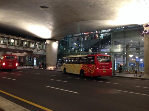 バスを待つ時間がもったいないなー・・・と思いつつ、ツアーなので我慢我慢。<br /><br />今回の旅行は阪急旅行社。