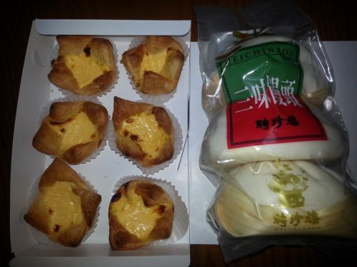 お土産のエッグタルトと中華まん。タルトしっとりしていて美味しかったです。豚まんの味は保証付きなので蒸し器を使えば心配なし。<br /><br /><br />次は関西に行きます。<br /><br />