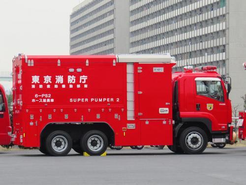 上述した遠距離大容量送水装置のホースを延長、回収する装備をもったホース延長車「六本部PS2」約2?分のホースを積載。