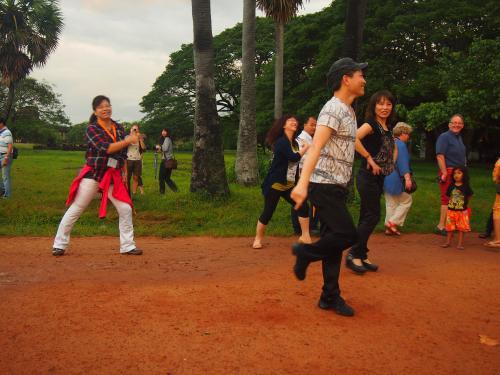 サンライズが終わったら韓国人?グループがPSYの江南スタイル踊ってました。<br />わざわざラジカセまで持ち込んで、そこまで踊りたかったのかようw