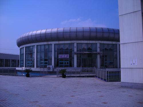 サービスエリアの建物。