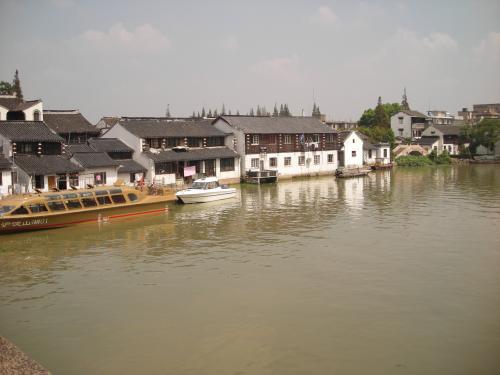 朱家角水郷。上海から車で1時間くらい、淀山湖畔の街。