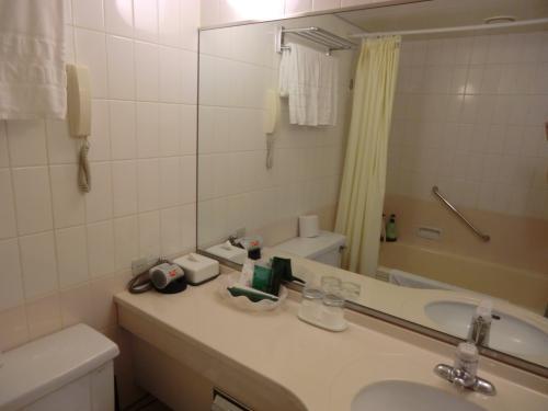 バスルームの中にもスピーカーが設置されており、風呂に浸かりながら好きな音楽を聴ける。