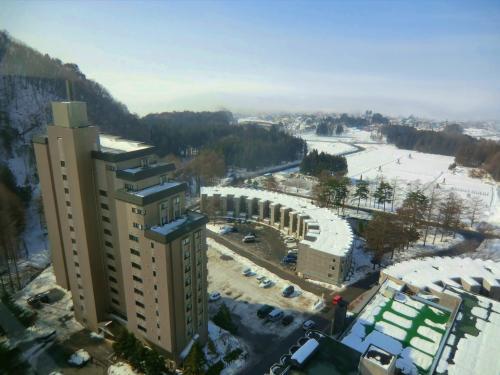 16階の部屋からの眺めも素晴らしい。写真左の建物はリゾートマンションの「ガーデンコート」である。分譲マンションなので現在でもまだ販売中(下記参照)である。お金があり余っていれば買いたい…。<br />http://www.listel.jp/gardencort/GC9F.pdf