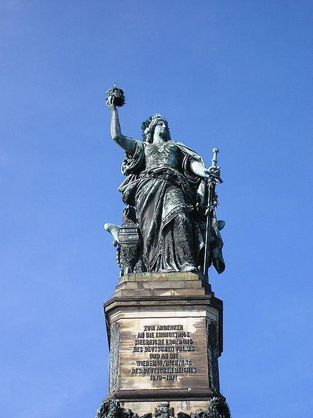 """昨春、トイトブルグの森で見た、ゲルマンの英雄ヘルマンの記念碑もドイツ統一を祝って作られたものでした。<br />【""""Deutsche Einigkeit、meine Staerke;meine Staerke、Deutschlands Macht:ドイツの統一は我が強さ。我が強さはドイツの力】<br />の言葉を今も思い出されます。<br />"""
