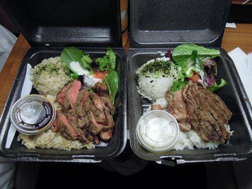 夕食は、フードパントリー内にあるハイステーキのステーキプレートです。お腹が空いていたのもありますが、想像よりもかなり美味しくいただけました。少し並びますが、おすすめのプレートランチです。