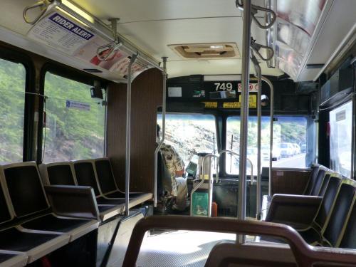 満員バスもハナウマ湾を過ぎると貸し切り状態。<br />
