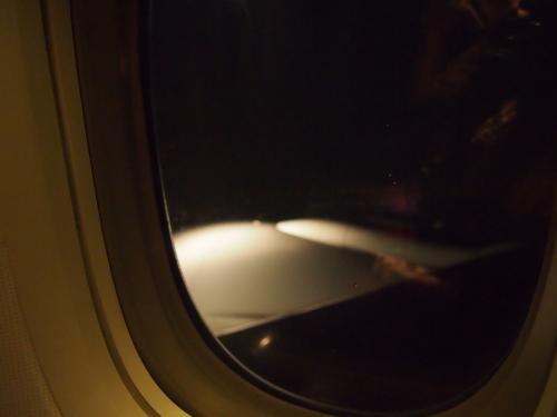 フライトは約6時間<br />日本との時差は−2時間<br />