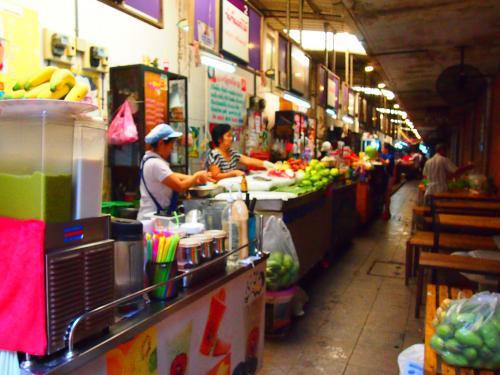 バンコク最大のショッピングエリアがサイアムです。ショッピングモールには涼みに行ったぐらいですが(笑)