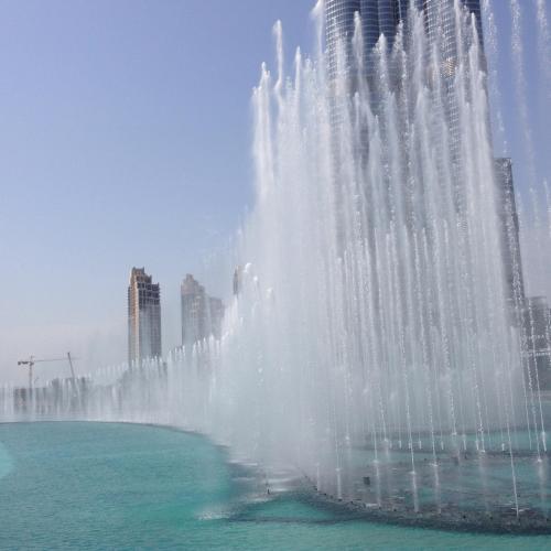 噴水ショーは30分おきにやってます!<br />下から見上げるバージュカリファは…スゴイ!としか言いようがないです。