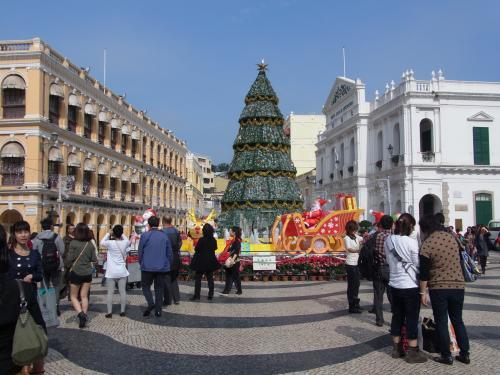 エントリーを済ませてから観光。<br /><br />憧れのセナド広場。