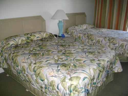 アラモアナをぶらぶらしてから、ホテルにチェックインしました。<br /><br />今回のホテルはオハナウエスト。<br />隣がフードパントリーで便利でした。