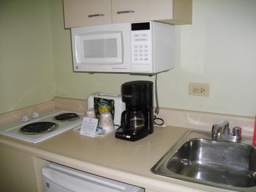 小さなキッチンが付いていました。<br /><br />電子レンジとフォークだけ使いました。