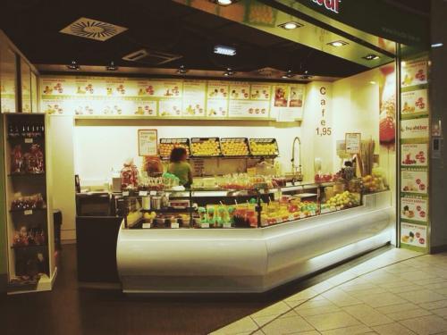 西駅は、マックやスタバや地元のチェーン店やスーパーやドラッグストアや郵便局などが入ってます。<br /><br />ここをウロウロするだけでも楽しい!<br />毎日お世話になりました。