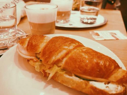 西駅のパン屋さんで朝食です☆