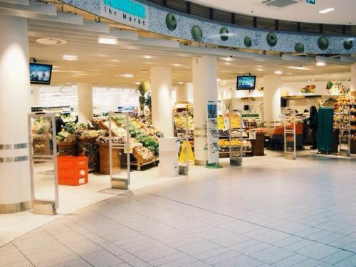 西駅の下の階にスーパーがあった事に最終日に気づいた!!<br /><br />しかも品物も充実してるしいい感じ。<br /><br />しかもMERCUREの系列のスーパーだった!<br />まぁ、だから?って感じですけど。。