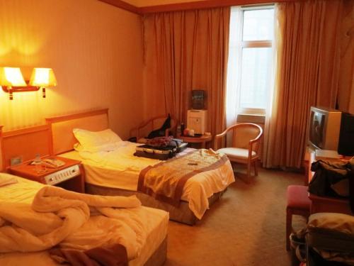 3/23 07:52<br /><br />羅平のホテル「鑫源賓館」。<br /><br />8:30に出発し、まず羅平の北東35Km、九龍河上流にある九龍瀑布群を目指します。